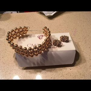 Jewelry - Brand new gold hair piece  and earrings.
